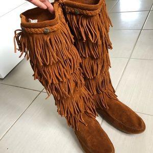 Minnetonka five layer fringe boots. Size 9